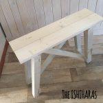 サイドテーブルを簡単DIY。置きたいスペースぴったりに作れます。