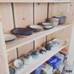 DIYでお気に入りの食器棚を製作。頂いた信楽焼食器を並べて見せる収納