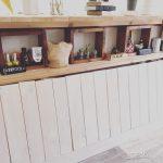 diyした壁面収納棚に観葉植物や雑貨を素敵に飾る